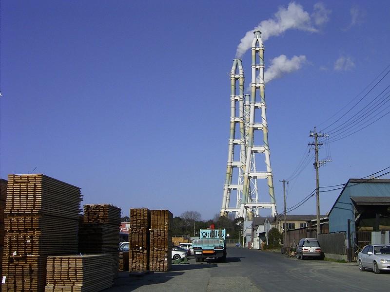 画像 三本煙突 あらまし 九州電力新小倉発電所は、液化天然ガスの専焼火力発電... 九州電力新小